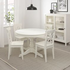 dining /// small space / eames / round vintage table / rattan