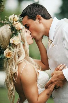 24 Must-Take Romantic Photos On Your Wedding Day ❤ See more: http://www.weddingforward.com/romantic-photos-wedding-day/ #weddings #photography