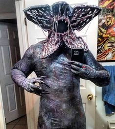 Demogorgon from Stranger Things cosplay by Instagram.com.sinistur #Demogorgoncosplay #StrangerThings #cosplayclass