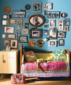 Hello fun little turquoise gallery wall.all art looks amazing on turquoise. Deco Blue, Eclectic Decor, Cool Rooms, Wonderwall, Frames On Wall, Apartment Living, My Room, My Dream Home, Sweet Home