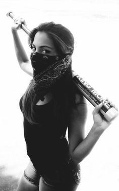Gangsta Girl with Bat Gangsta Girl, Fille Gangsta, Chola Style, Post Apocalyptic Fashion, Shooting Photo, Chicano, Girl Photography, White Photography, Swagg