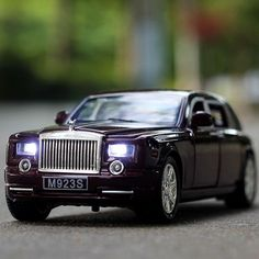 1:24 Rolls-Royce Phantom Alloy Diecast Car Model Pull Back Toy Car model Electronic Car with light&sound Kids Toys  #camera #virtual #vr #camcorders #drones #rc #electronics #toys #reality #remotecontrol