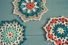 Loooove the colours! by Ellebel: Doily...