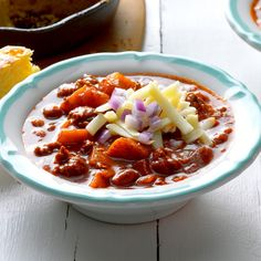Spiced Apple Chili Recipe -Nothing says fall like chili and apples. I use smoked paprika to give this slightly sweet chili a smoky kick. Chili Recipes, Soup Recipes, Recipies, Favorite Chili Recipe, Favorite Recipes, Slow Cooker Chili, Sweet Potato Soup, Spiced Apples, Sweet Chili