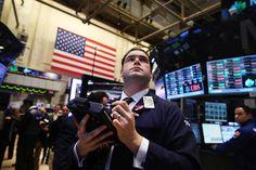 今年八月,美国股市因受到世界第二大经济体中国的不确定性形势的影响而躁动不安,创下了最差8月的记录。摩根士丹利(Morgan Stanley)在8月31日将标准普尔500指数的12个月预期下调了3%,主要理由是对较低增长与较高通胀的预测以及对美联储在2016年年底前多次加息的预期。 - 财经消息