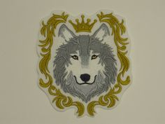 Animal Iron-on Patch. Embroidered Patch Glue-on Patch Sew-On Patch. Wolf in Crown Patch Sew On Patches, Iron On Patches, Embroidered Quilts, Embroidery Thread, Quilt Blocks, Baroque, Wolf, Aurora Sleeping Beauty, Lion Sculpture