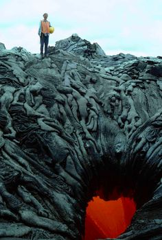 lava looks like dead bodies. This lava looks like dead bodies trying to get the crystal heart.This lava looks like dead bodies trying to get the crystal heart. Images Terrifiantes, Media Images, Heart Images, Gates Of Hell, Perfectly Timed Photos, Lava Flow, No Photoshop, Land Art, Underworld