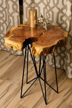 Rustic chic reclaimed urban wood live egde wood slab tables made in Phoenix incl… Rustic chic reclaimed urban wood live egde wood slab tables made in Phoenix including modern coffee tables, accent tables, C-Tables, Sofa/Console Tables. Diy Coffee Table, Coffee Table Design, Modern Coffee Tables, Design Table, Chair Design, Wood Slab Table, Wood Tables, Live Edge Furniture, Log Furniture