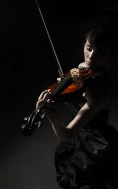 I will lean to play violin and write music for it. Violin Photography, Musician Photography, Passion Photography, Artistic Photography, Musica Love, Foto Portrait, Music Express, Music Photo, Sound Of Music