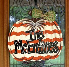 Pumpkins tend to be beautiful circular, brilliant lime, and in autumn they must not be lacking specially on Halloween. Fall Door Hangers, Burlap Door Hangers, Wooden Pumpkins, Fall Pumpkins, Fall Crafts, Diy And Crafts, Fall Decor, Holiday Decor, Holiday Ideas
