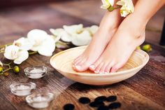 Pedicure At Home Dead Skin Cracked Feet 65 Best Ideas Pedicure Soak, Pedicure At Home, Manicure E Pedicure, Pedicures, Nail Spa, Cracked Feet, Aesthetic Clinic, Tips, Recipes