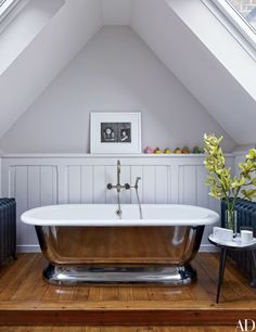 An Henri Cartier-Bresson photograph overlooks the master bath's tub at a London penthouse.