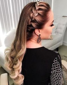 25 unbelievable long curly wedding hairstyles to look spectacular on your big day 026 Up Hairstyles, Pretty Hairstyles, Braided Hairstyles, Wedding Hairstyles, Homecoming Hairstyles, Curly Wedding Hair, How To Make Hair, Bad Hair, Hair Dos