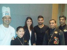 After the recent win of Virat Kohli's team Royal Challengers Bangalore over Gujarat Lions Virat was spotted with Anushka Sharma at a restaurant for a celebratory dinner. Posing along with the chefs the duo were all smiles. We feel all is well between them now. What do you think? by #Filmfare. Shared by #BollywoodScope