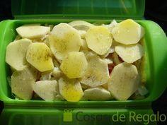 Receta de Milhojas de bacalao en estuche al vapor de Lékué – Ye İç – Yemek tarifleri Celery, Potato Salad, Cooker, Potatoes, Fruit, Vegetables, Ethnic Recipes, Food, Cape