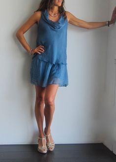 vestido de seda azul cobalto con cuñas cangrejeras. www.ch2online.com