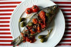 eintopf: pstrąg pieczony w pomidorach z oliwkami i kaparami...