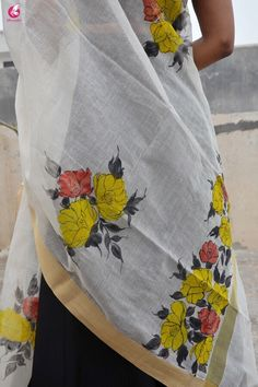 Off White Chanderi Floral Handpainted Stole - Women Stoles Online Hand Painted Dress, Hand Painted Fabric, Painted Clothes, Embroidery Suits Design, Hand Embroidery Designs, Blouse Designs Silk, Kurta Designs, Fabric Painting, Fabric Art