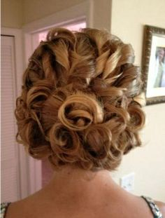 (M) for me!! ..... image of UPDO HOW-TO: Curled, Pinned and Pretty