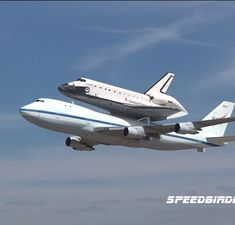 Shuttle Endeavor on top of a Boeing 747 . This actually happened. Space Planets, Space And Astronomy, Avion Cargo, Image Avion, Digital Foto, Nasa Space Program, Boeing Aircraft, Carina Nebula, Space Rocket