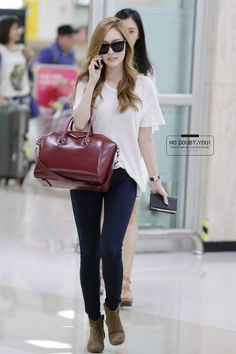 SNSD Jessica | Airport Fashion. I love that whatever Jessica wears, she makes everything effortlessly chic.