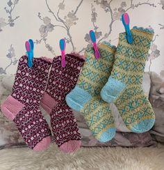 Tuttifruttisokken pattern by Monika Mortensen Wool Socks, Knitting Socks, Knitting Designs, Knitting Patterns, Booty, Crochet, Public, Threading, Knit Socks