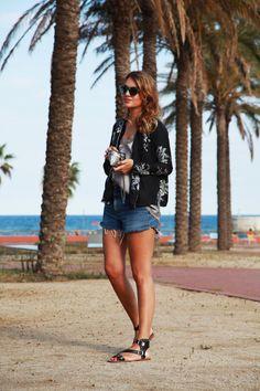 Top lencero+ Camisa de seda+ Shorts. My daily style.