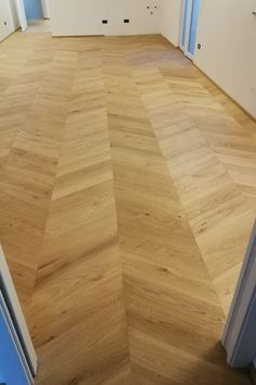 Una soluzione che dona classe ed eleganza alla tua casa. #casa #eleganza #classe #pavimentiinlegno #pavimentibraga Hardwood Floors, Flooring, Home, Elegant, Wood Floor Tiles, Wood Flooring, Floor