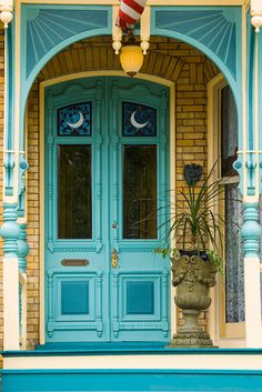 Turquoise front door with turquoise porch accents Pittsburgh, Pennsylvania door photo by Robert Strovers