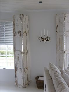 Shabby Chic Furniture In a family room, try to arrange your furniture into centers. Interior Shutters, Interior Windows, Bedroom Shutters, Indoor Shutters, Cedar Shutters, Vintage Shutters, Muebles Shabby Chic, White Doors, Furniture Projects