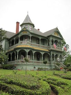 Victorian style Wood-Hughes House, Brenham, Texas (now a B).  Photo: QuesterMark, via Flickr