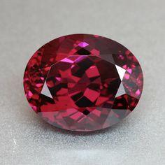 6 carat Vivid Raspberry Red Rhodolite Garnet - Well cut Oval - Loupe Clean gem