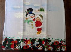 Pano de prato confeccionado em tecido de algodão, pintado a mão, com detalhes em glitter e alto relevo, com barrado em motivo natalino e passa fita. <br>Perfeito para decorar sua casa para a Festa de Natal ou presentear com bom gosto.