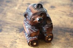 Hand carved bear lovely sitting Bear Vintage Japanese wood carved Animal BEAR handcrafted and lacquered wooden animal home decor ornament Vintage Gifts, Etsy Vintage, Vintage Outfits, Vintage Wood, Japanese Modern, Vintage Japanese, Antique Shops, Vintage Shops, Antique Collectors