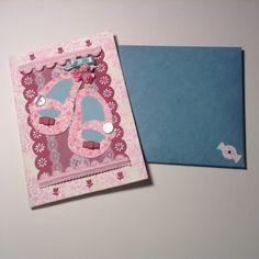 Zapatitos artesanales de delicada composición, todo para crear una tarjeta artesanal exclusiva....