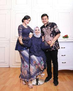 Kebaya Hijab, Kebaya Brokat, Dress Brokat, Batik Kebaya, Kebaya Muslim, Muslim Hijab, Batik Dress, Celebrity Couple Costumes, Celebrity Couples