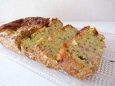 Cake à la courgette et aux lardons : ma recette ! Moussaka, Meatloaf, Banana Bread, Brunch, Food And Drink, Appetizers, Low Carb, Nutrition, Healthy Recipes