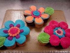 flower cupcake cakes. I am going to attempt these for CJ's first birthday