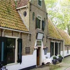 Het Armhuis (voormalig diaconiehuis) op Vlieland werd in 1678 gebouwd als opvanghuis voor de oud zeelieden, wezen en drenkelingen.