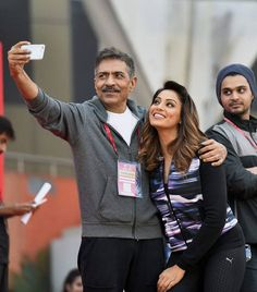 Bipasha Basu posing for a #selfie with director Prakash Jha at the Delhi Half Marathon. #Bollywood #Fashion #Style #Beauty #Hot