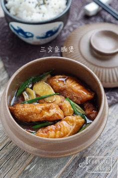 A taste of memories -- Echo's Kitchen: Claypot Salmon Belly 三文鱼腩煲 Claypot Recipes, Fish Recipes, Meat Recipes, Seafood Recipes, Asian Recipes, Cooking Recipes, Ethnic Recipes, Chinese Recipes, Chinese Food