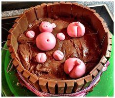 Biskuittorte als Schweine-Brunnen