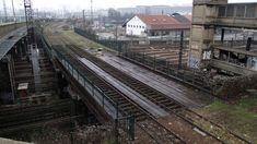 traversée de la ligne de Bercy Tramway, Railroad Tracks, Stairs, Train, The Neighborhood, Ile De France, Train Stations, Paths, Iron