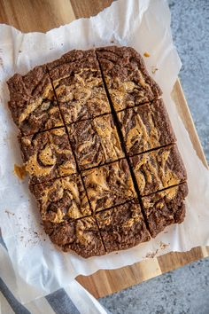They're sweet, fudgey and swirled with peanut butter. Keto Peanut Butter Chocolate Brownies are the best sugar-free, gluten-free brownie recipe you'll find. You'll love our healthy, made from scratch, low-carb brownie. With only 2g of net carbs per brownie, who doesn't want a stash of these? Flourless and ketogenic diet (keto) friendly. #brownies #keto #ketobrownies #peanutbutterbrownies Low Carb Sweets, Low Carb Desserts, Gluten Free Desserts, Low Carb Recipes, Free Recipes, Easy Recipes, Ketogenic Desserts, Keto Friendly Desserts, Keto Snacks