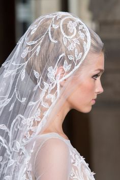 beautiful bride.. love the veil and hair!