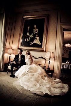 Brudeparrets bryllupsportrætter taget på det smukke Holckenhavn slot i Nyborg. Bryllupsbilleder ved www.voresstoredag.dk