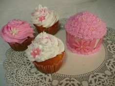 I've been experimenting with cupcakes today.  The larger one has fondant on the bottom.