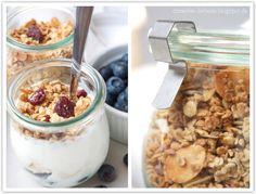 Knuspergranola mit Mandeln, weißer Schokolade und Cranberries