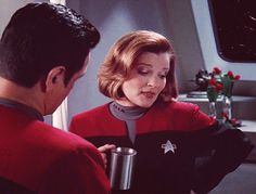 Janeway and Chakotay and coffee ♥