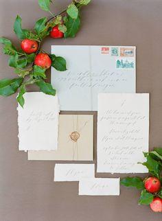 Elegant wedding ideas in a neutral colour palette via Magnolia Rouge